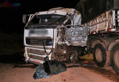 Caminhão carregado com cerveja se envolve em acidente na BR-163 em Nova Mutum-MT