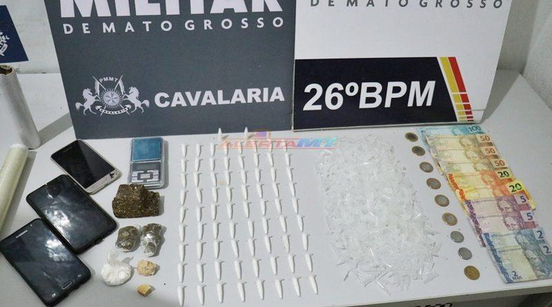 Cavalaria prende cinco jovens por trafico de drogas no bairro Pequi 1 em Nova Mutum-MT
